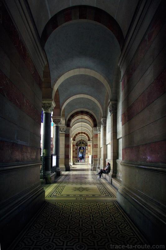 Intérieur de la Major de Marseille : bas-côté de la nef - édouard photographie © Trace Ta Route