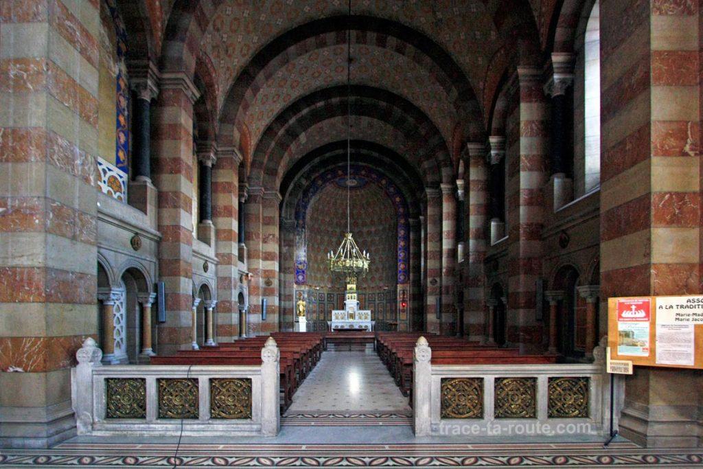 Intérieur de la Major de Marseille : la chapelle Saint-Lazare