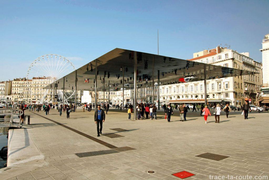 Ombrière (2013) de Norman Foster sur le Vieux-Port de Marseille
