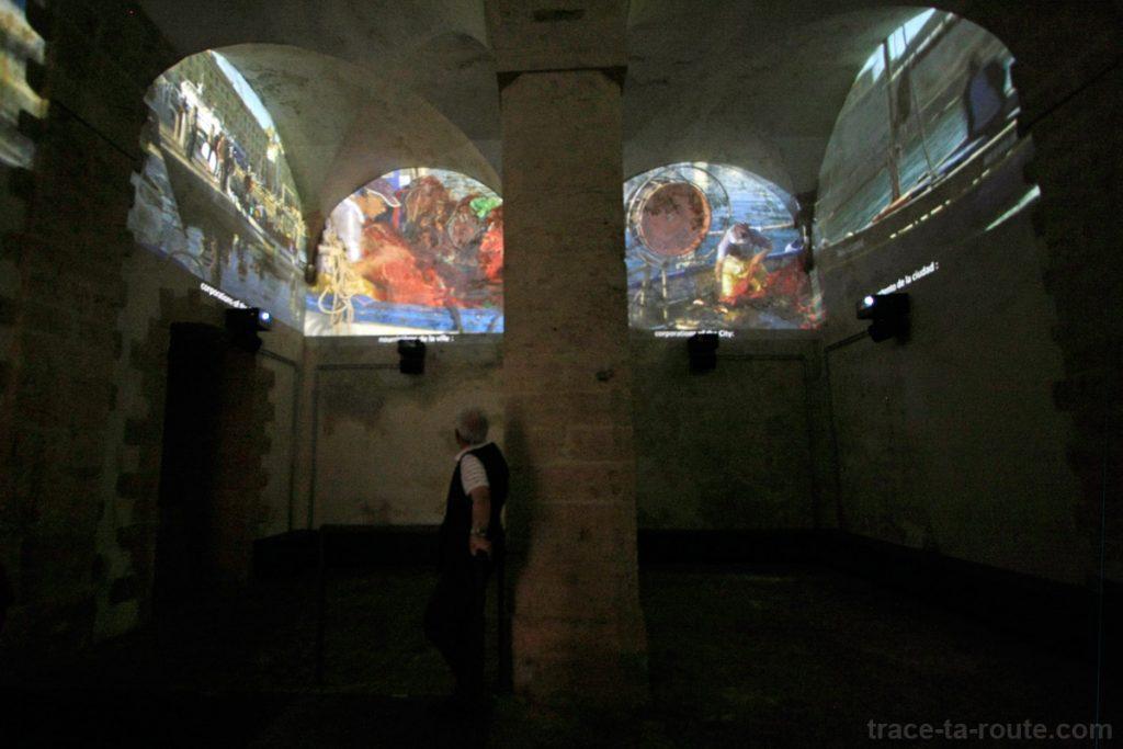 La salle du corps de garde du Fort Saint-Jean et le film retraçant l'histoire de Marseille