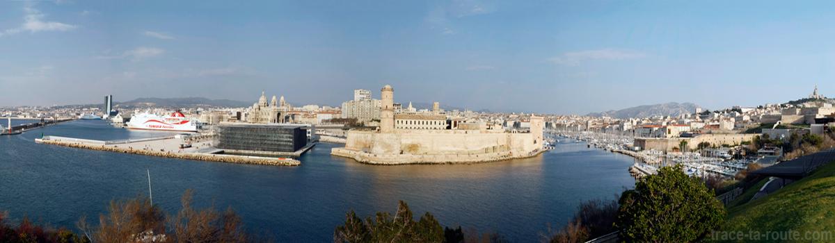 Le MuCEM, le Fort Saint-Jean et le Vieux-Port de Marseille, vus depuis le Pharo