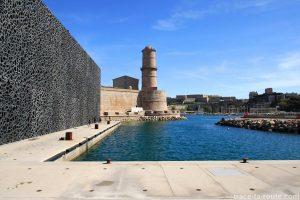 Le MuCEM et le Fort Saint-Jean de Marseille, depuis l'esplanade du J4