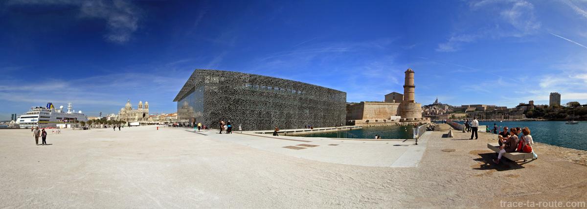 La Major, le J4, le Fort Saint-Jean et le Vieux Port, vus depuis l'esplanade du MuCEM Marseille