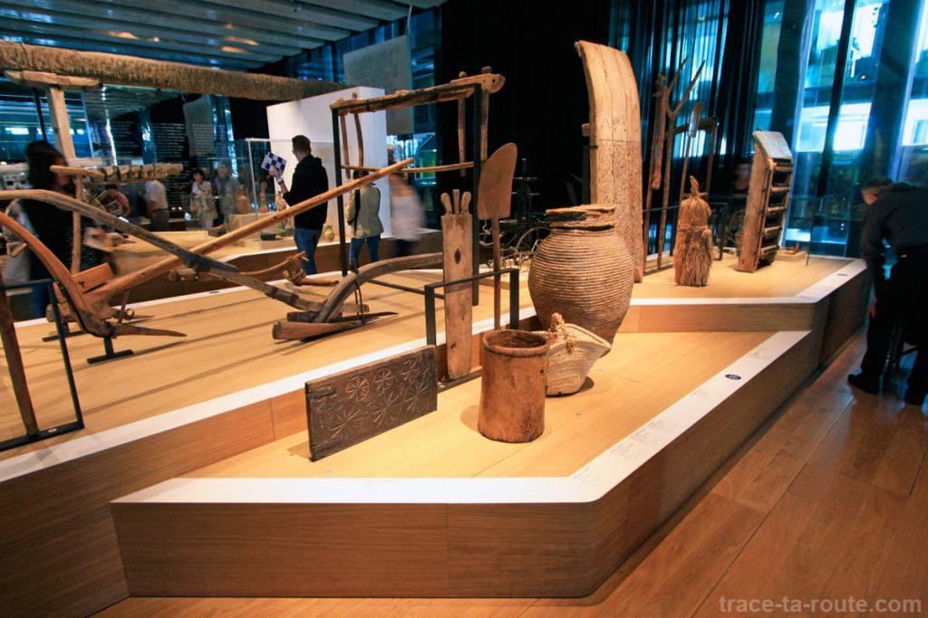 """Objets divers, collection permanente (MuCEM, salle 1 de la Galerie de la Méditerranée : """"Invention des agricultures, naissance des dieux"""")"""
