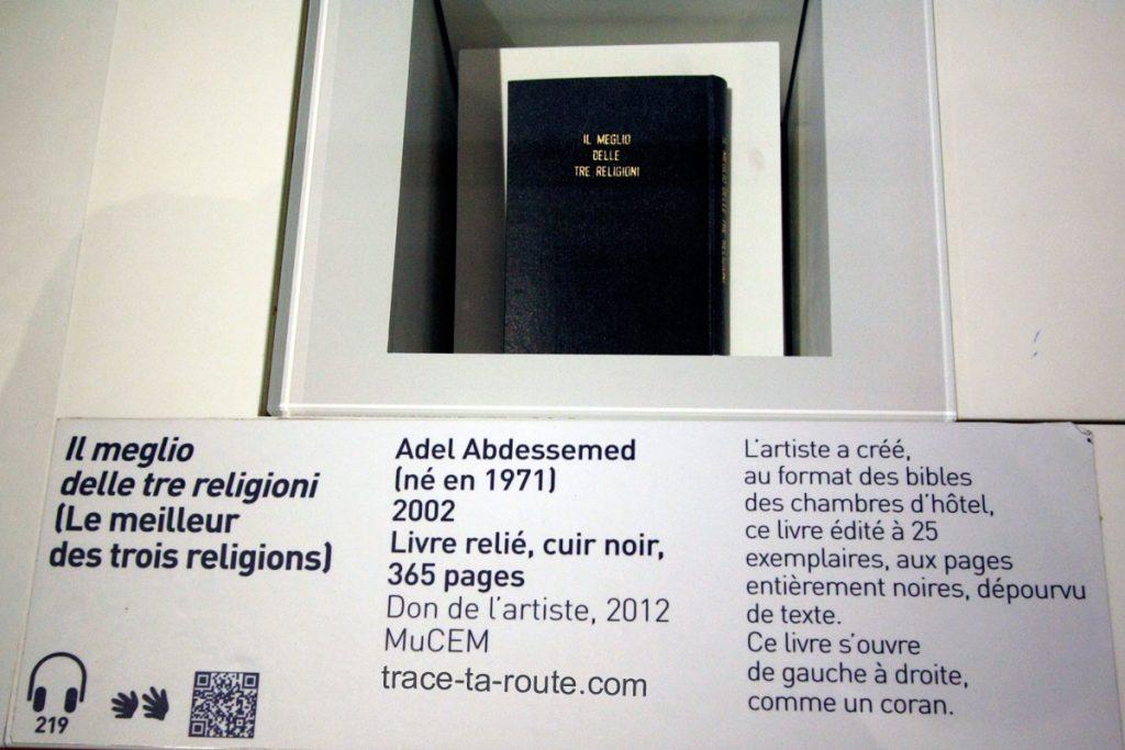 """""""Il meglio delle tre religioni (le meilleur des trois religions)"""" (2002) Adel ABDESSEMED (MuCEM, salle 2 de la Galerie de la Méditerranée : """"Jérusalem, ville trois fois sainte"""")"""