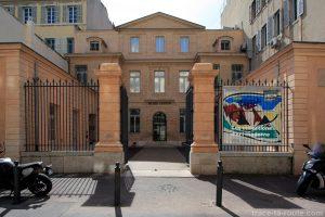 Entrée du bâtiment du Musée Cantini de Marseille