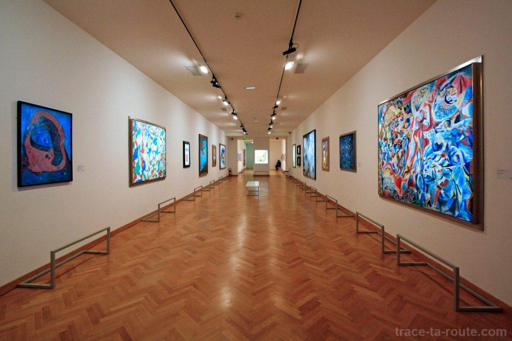Salle Surréalisme au 1er étage du Musée Cantini de Marseille