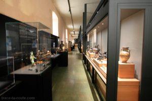 Galerie de l'exposition permanente de la collection d'Art Grec à la Vieille Charité de Marseille