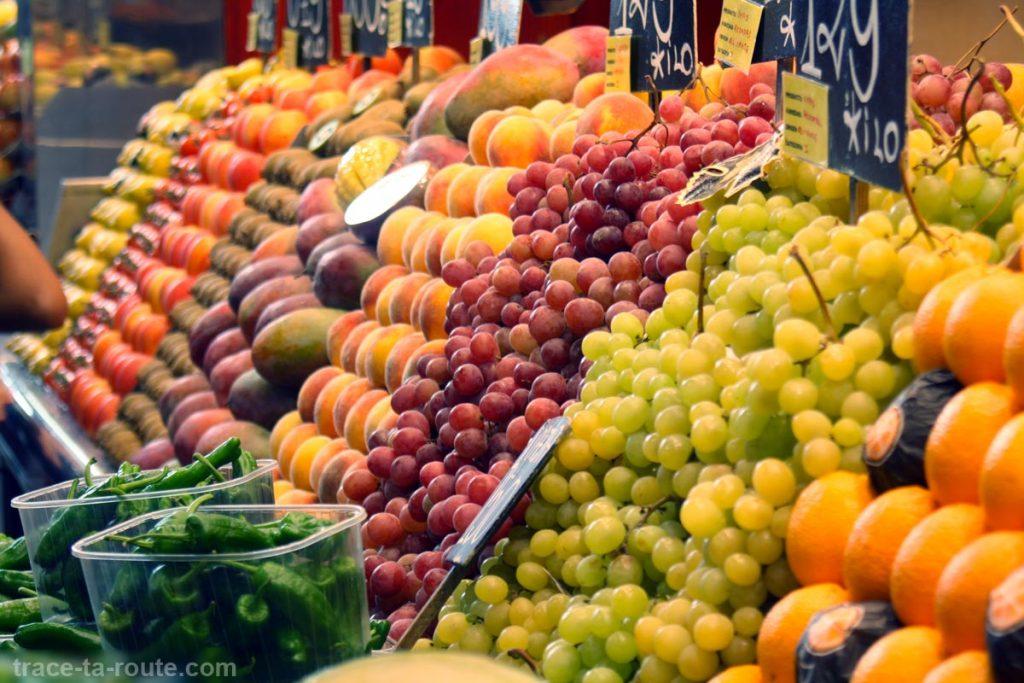 Étal de fruits à la Boqueria, marché de Barcelone