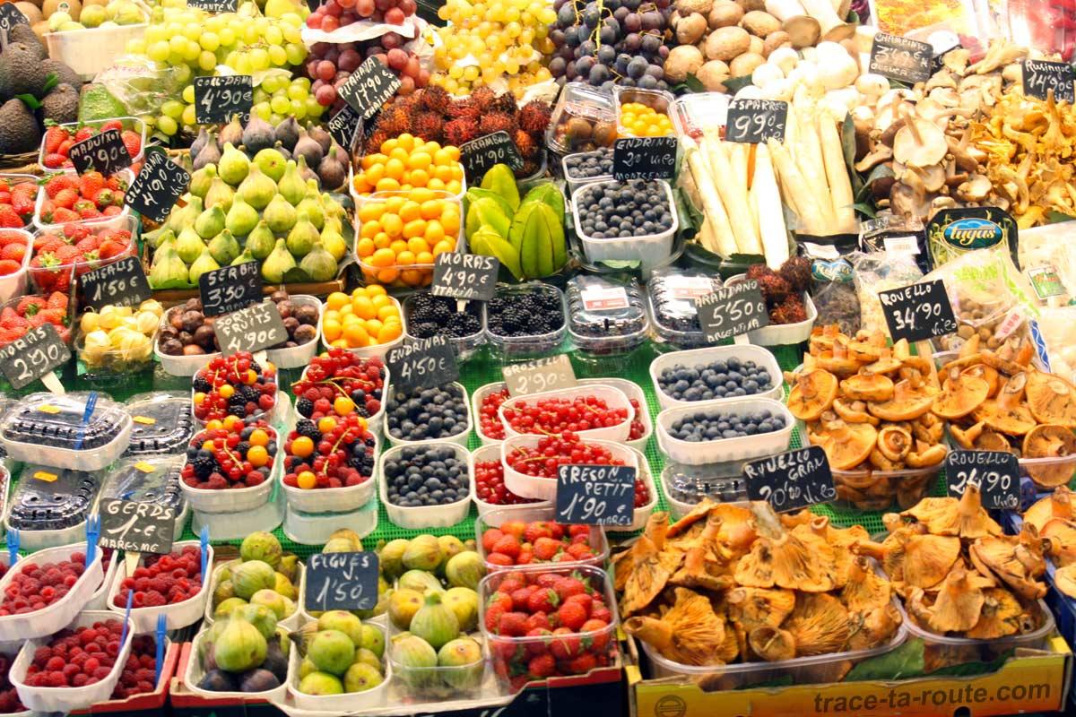 Étal de fruits au marché de la Boqueria Barcelone