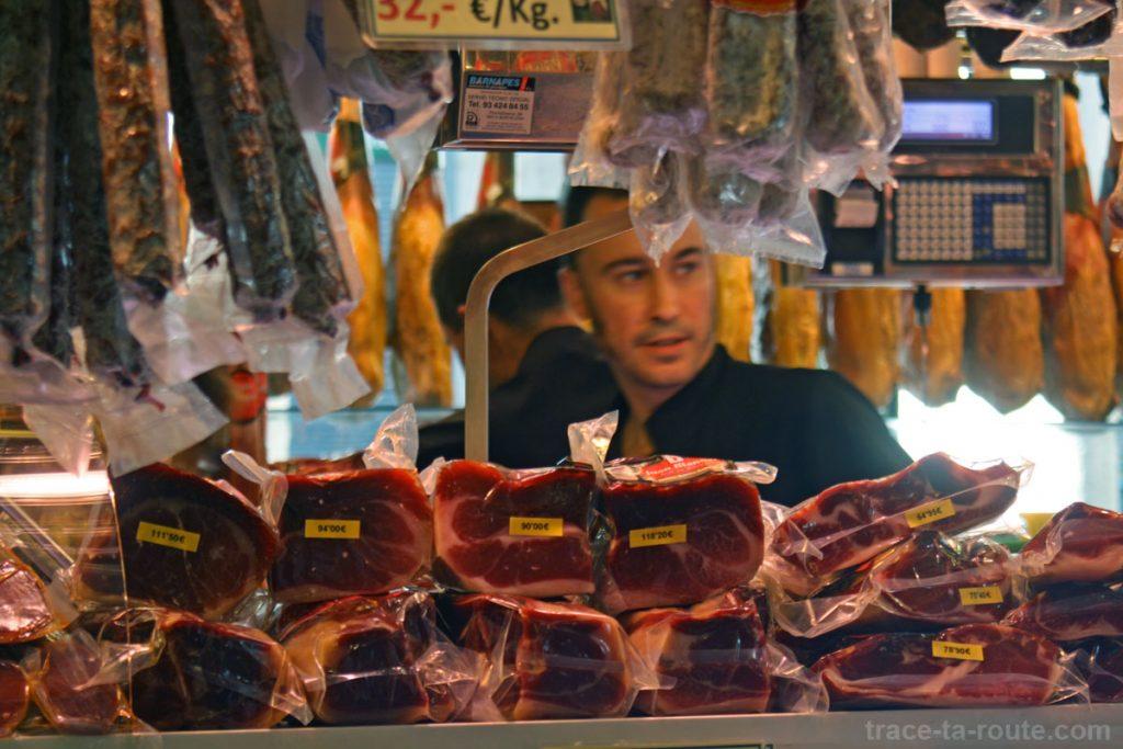 Étal de jambons de la Boqueria, marché de Barcelone