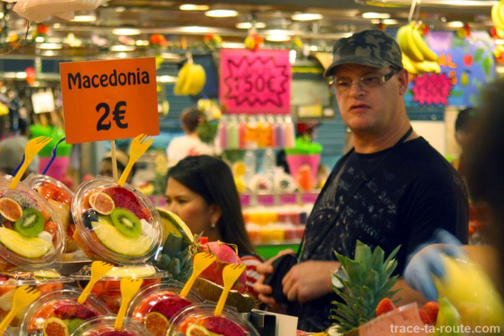 Salades de fruits à la Boqueria, marché de Barcelone