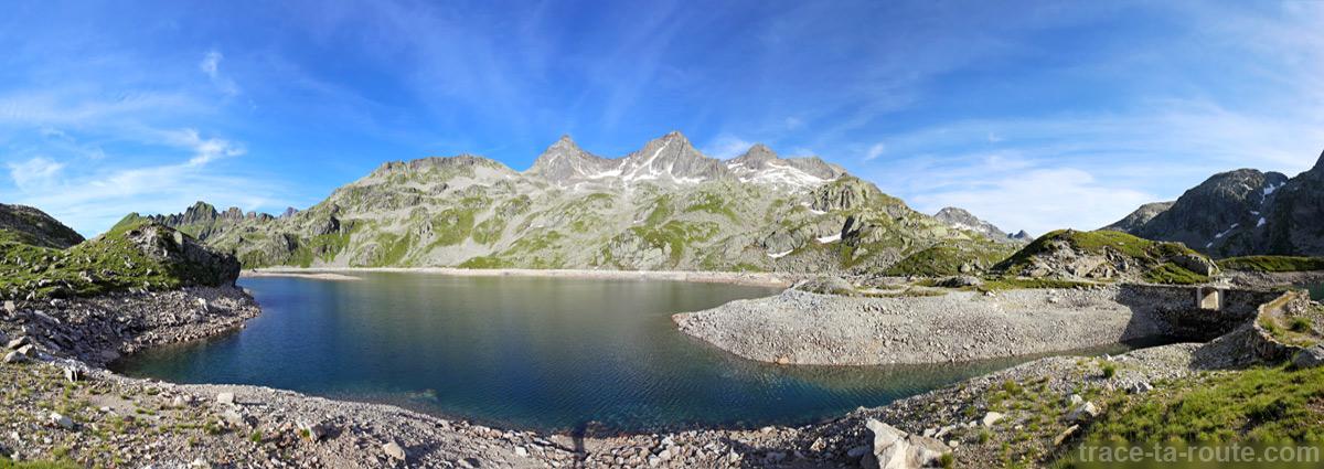 Le Lac de la Motte, le Rocher Badon, le Rocher blanc et la Pyramide - Lacs des 7 Laux Belledonne