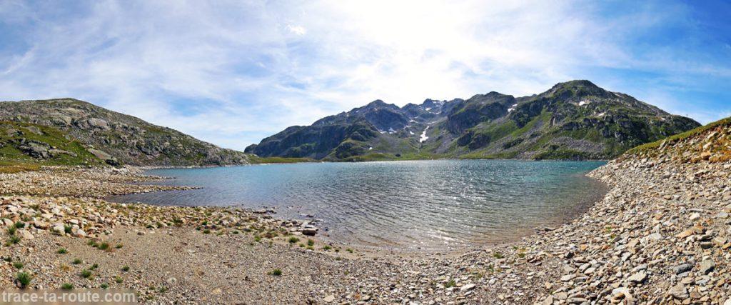 La plage du Lac du Coc et la Crête des Ilettes en fond - Lacs des 7 Laux Belledonne