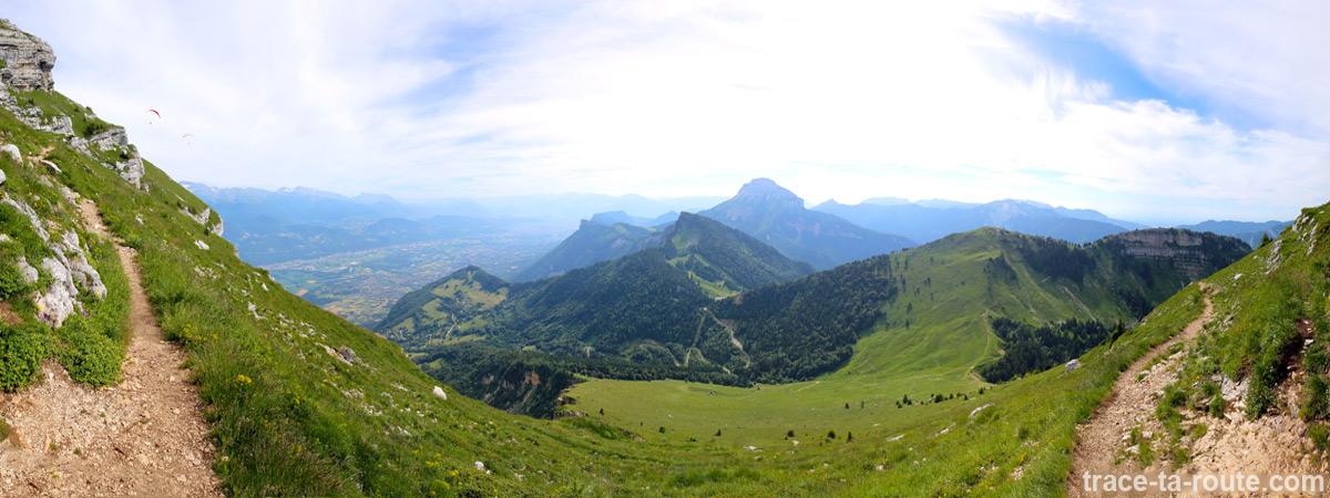 Le Sud du Massif de la Chartreuse et Chamechaude depuis un sentier de la Dent de Crolles