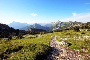 Vue sur la Chartreuse depuis le plateau de la Dent de Crolles : le Grand Som et les Lances de Malissard