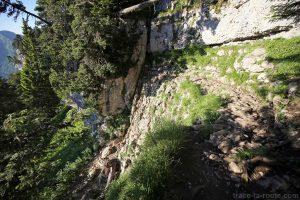 Passage avec câbles sur le sentier de la Dent de Crolles par le Trou du Glaz
