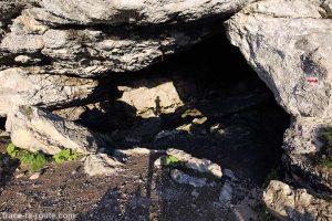 Entrée de la Grotte du Trou du Glaz, à la Dent de Crolles