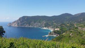 Crique et plage dans les Cinque Terre depuis le sentier Azzurro