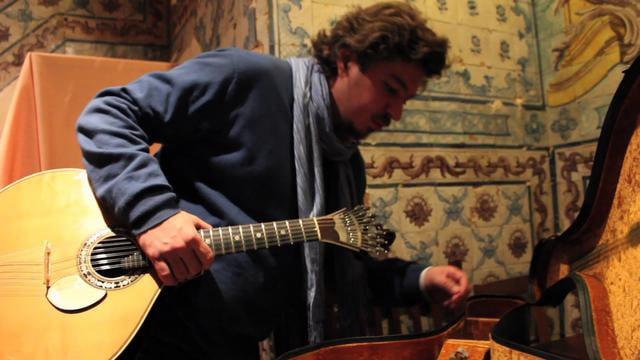 Guitare musicien fado mesa de frades - visiter Lisbonne Portugal Lisbon Lisboa