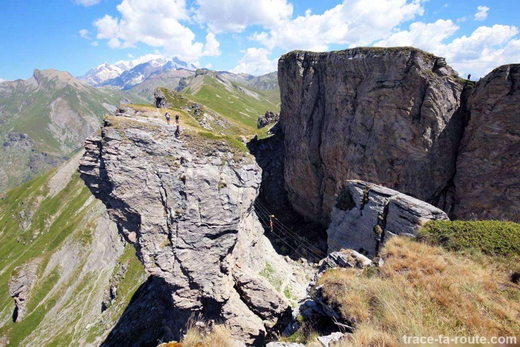 Pont de singe Via Ferrata Roselend Roc du Vent et Mont Blanc