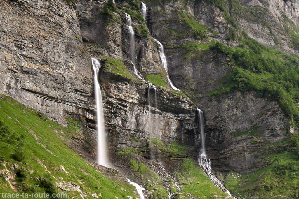 Les cascades du Bout du Monde de Fer-à-Cheval sous le Pic de Tenneverge - édouard photographie © Trace Ta Route - édouard photographie © Trace Ta Route