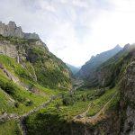 Le Fond de la Combe de Fer-à-Cheval avec le Pic de Tenneverge, depuis le Bout du Monde - édouard photographie © Trace Ta Route