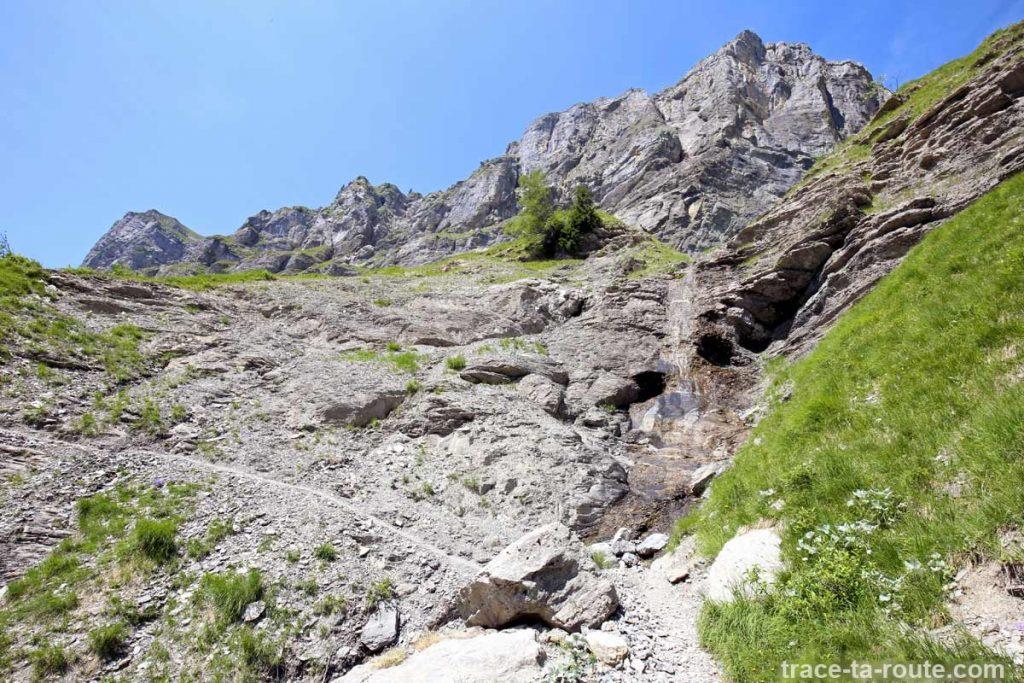 Torrent sous la Pierre du Dard (sentier vers le Refuge de la Vogealle)