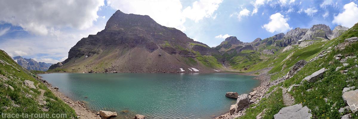 Le Lac de la Vogealle avec la Pointe Rousse des Chambres et les Dents Blanches
