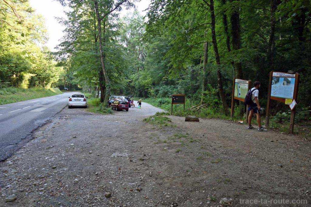 Parking Col du Chat - départ pour randonnées et via ferrata