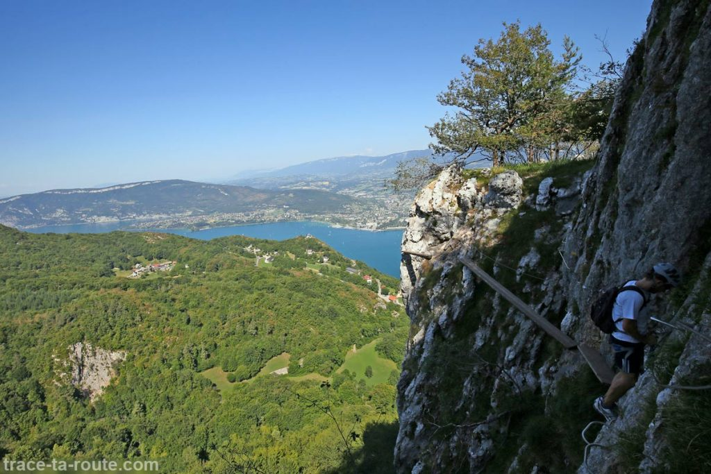 Via ferrata Dent du Chat Roc du Cornillon - poutres en bois et échappatoire parcours Primevère à Oreille d'Ours