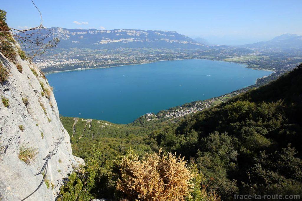 Vue sur le Lac du Bourget depuis la Via ferrata de la Dent du Chat - parcours Roc du Cornillon