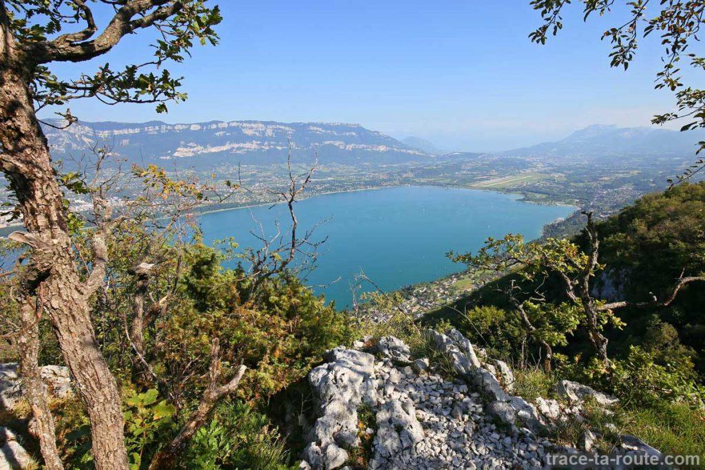 Vue sur le Lac du Bourget depuis le Roc du Cornillon