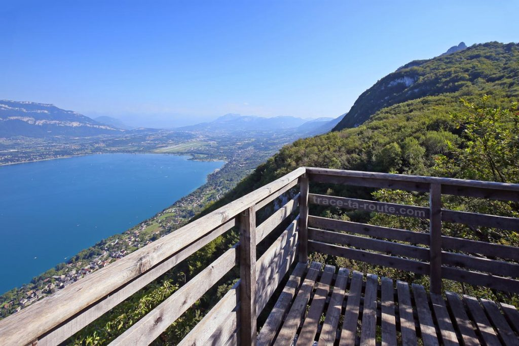 Vue sur le Lac du Bourget depuis le Belvédère du Roc du Cornillon