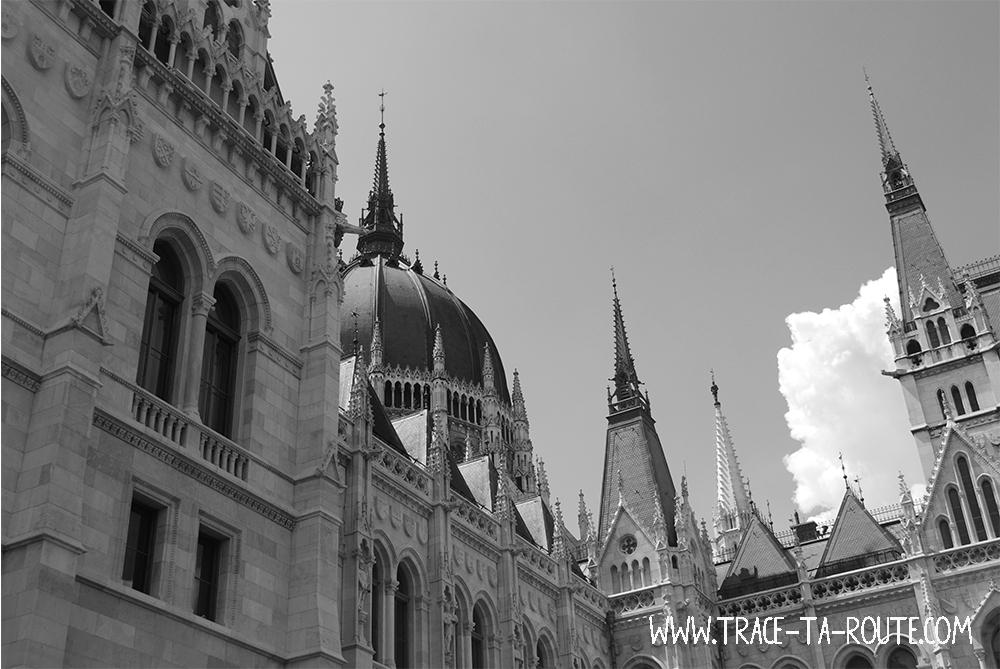 Ciel et Parlement de Budapest- Blog Voyage Trace Ta Route