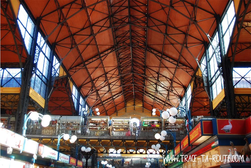 Intérieur du Marché Central de Budapest - Blog Voyage Trace Ta Route