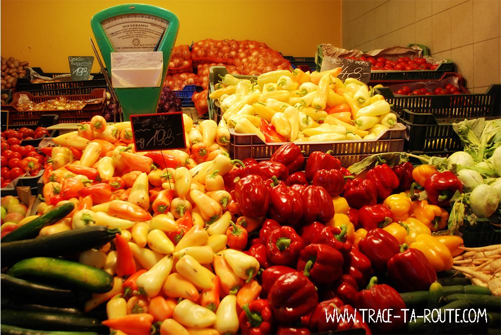 Poivrons sur le marché central de Budapest