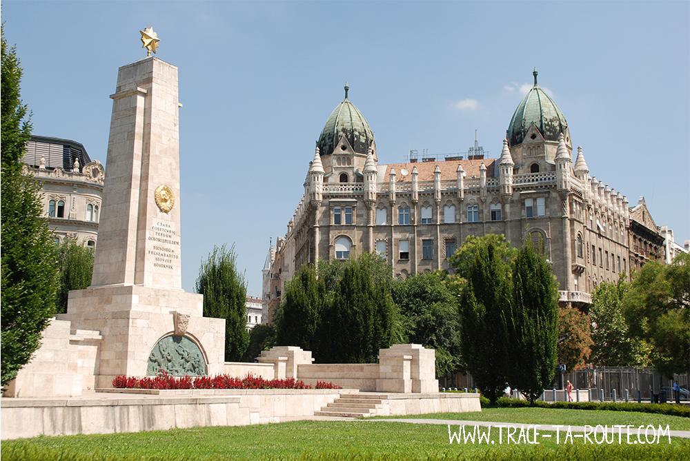 Szabadsag Ter à Budapest - Blog Voyage Trace Ta Route