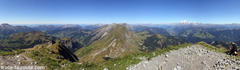 Vue depuis le sommet du Mont Charvin (vue Nord - Les Aravis)