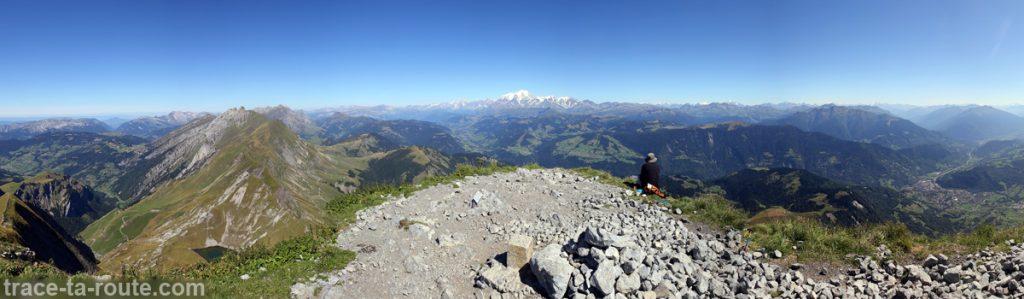 Vue depuis le sommet du Mont Charvin (vue Est- Le Massif du Mont Blanc)