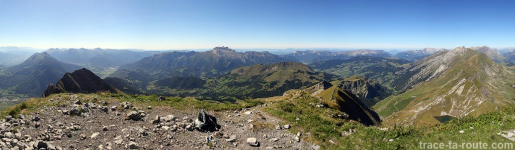 Vue depuis le sommet du Mont Charvin (vue Ouest - Le Massif du Bornes-Aravis)