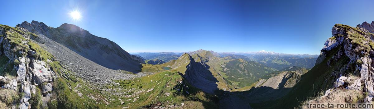 Le Mont Charvin et la Chaine des Aravis depuis l'arête de Pas de l'Ours