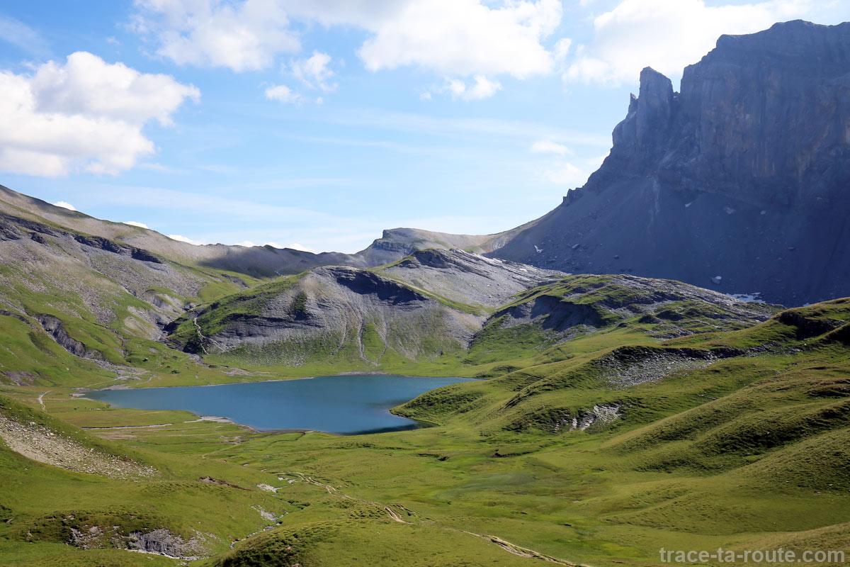 Le Lac d'Anterne avec le Col d'Anterne et la Pointe d'Anterne en fond