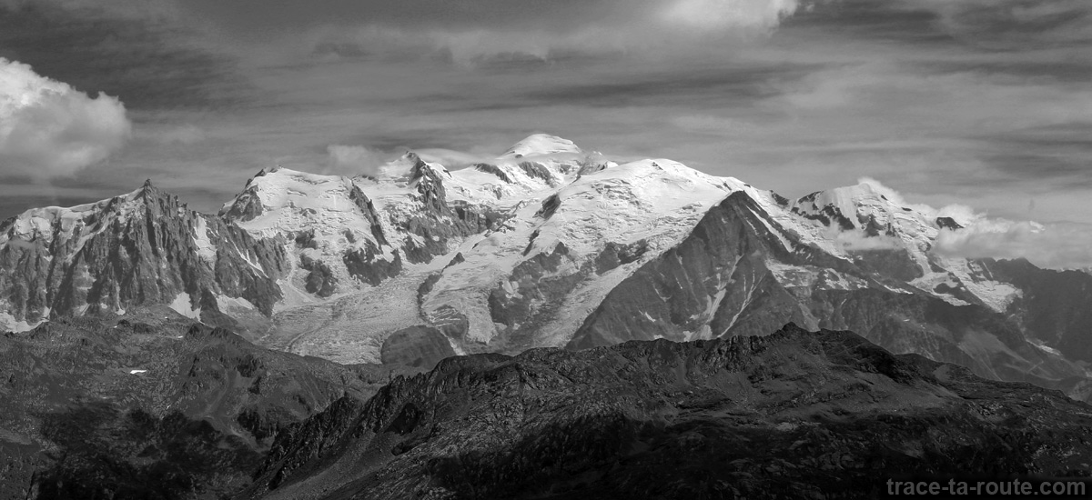 Vue sur le Massif du Mont-Blanc depuis le Col d'Anterne - édouard photographie © Trace Ta Route