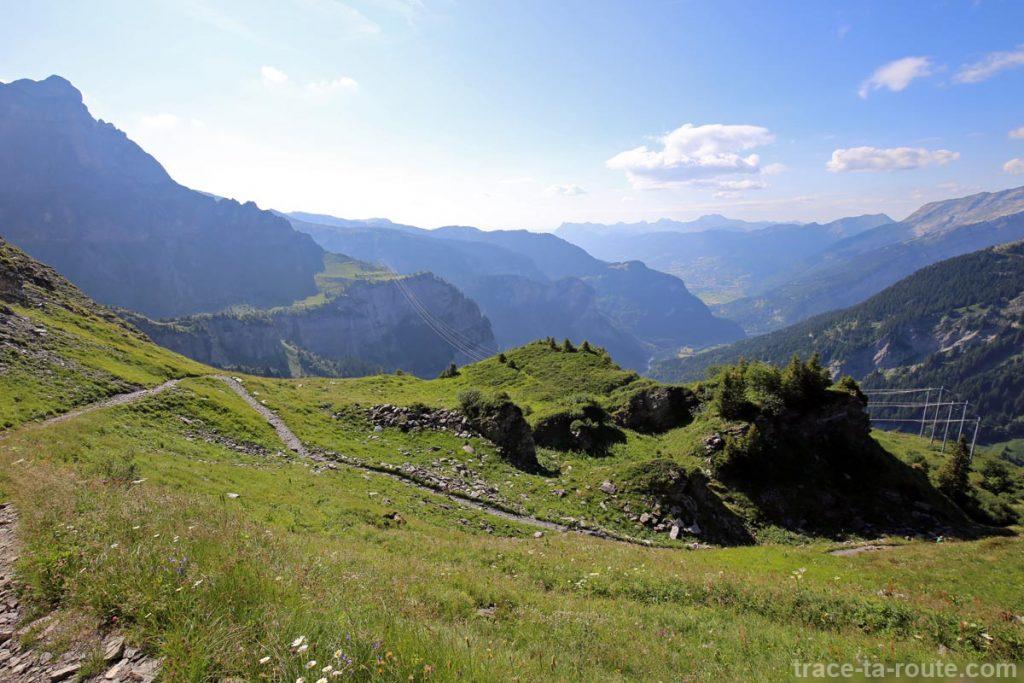 Descente au Cirque des Fonts depuis le Petit Col d'Anterne