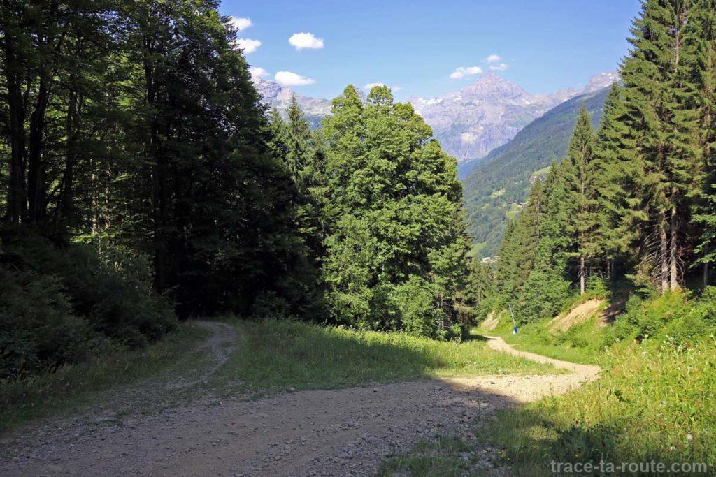 Sentier de randonnée au Lac de Gers sur la piste de ski de Sixt-Fer-à-Cheval