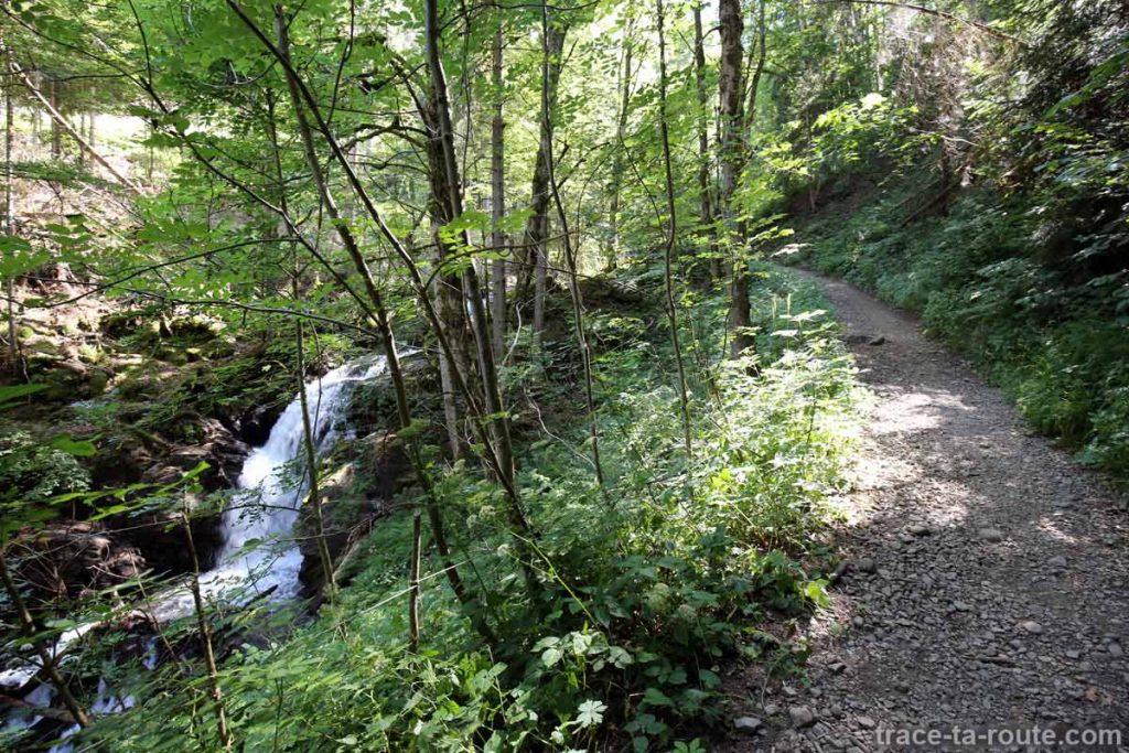 Sentier de randonnée le long du Torrent de Gers