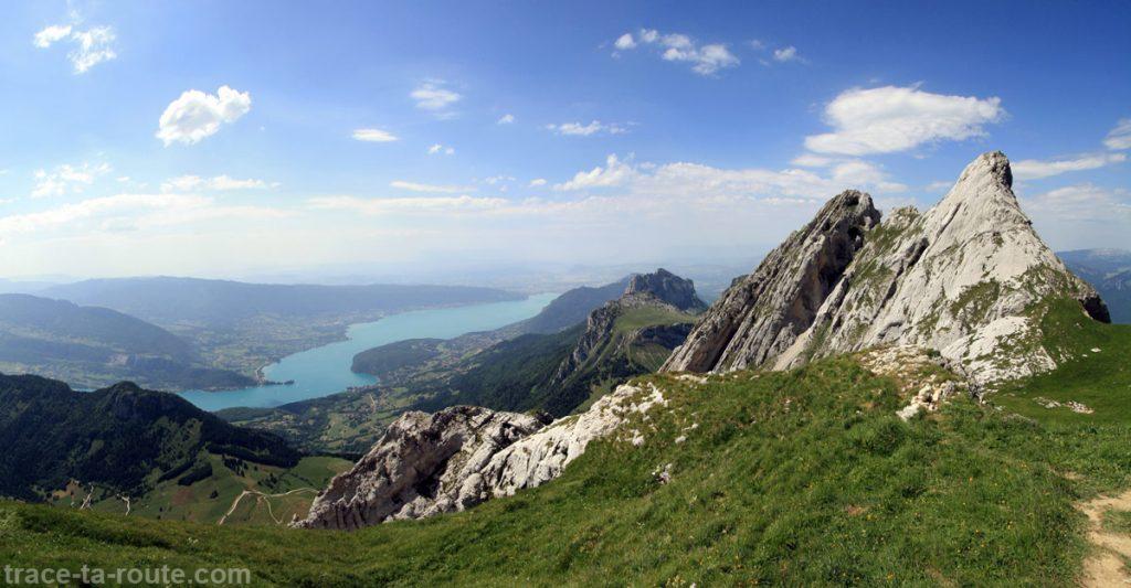 Le Lac d'Annecy et la Pierre Châtelard depuis La Tournette - édouard photographie © Trace Ta Route