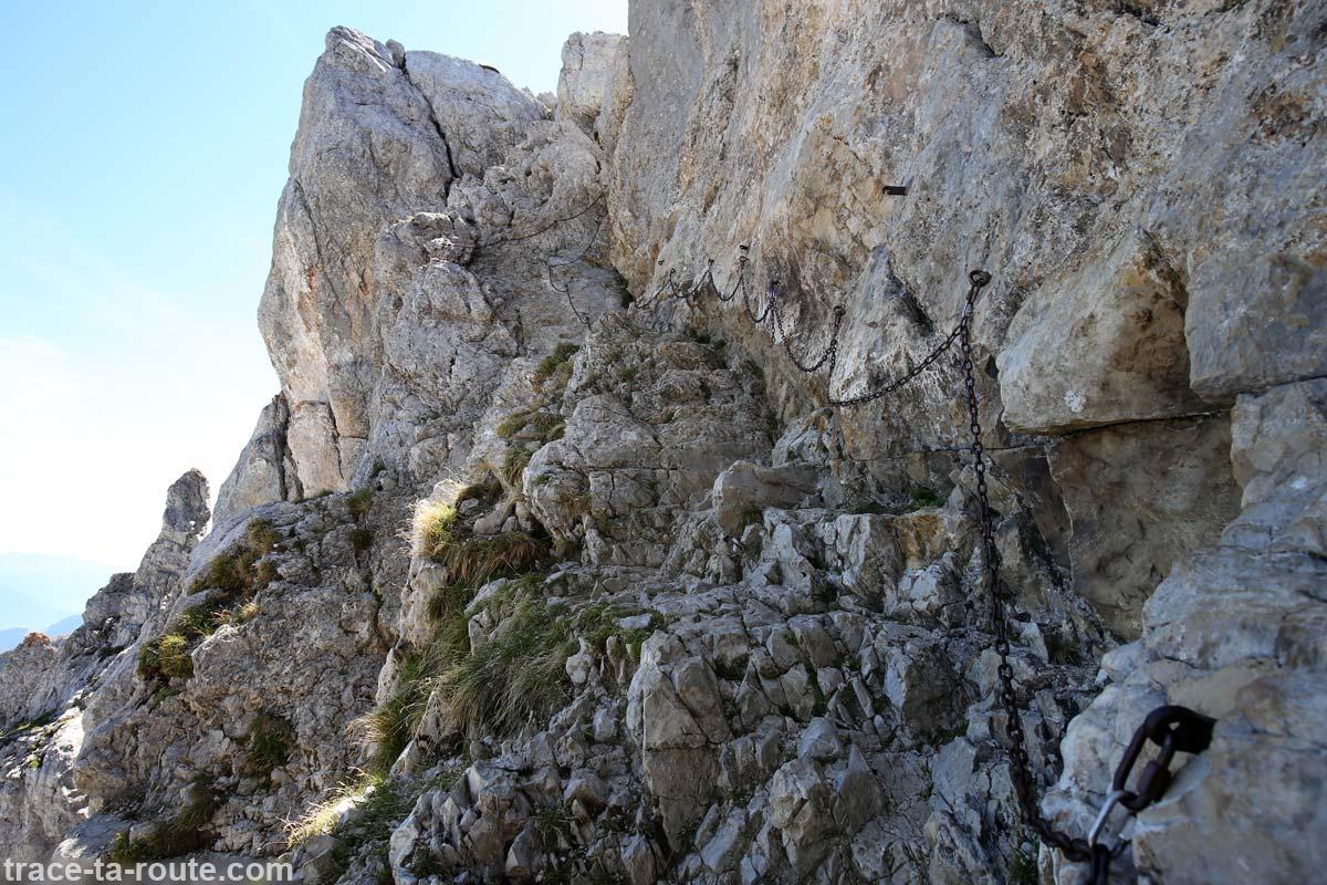 Passage avec chaines au sommet de La Tournette