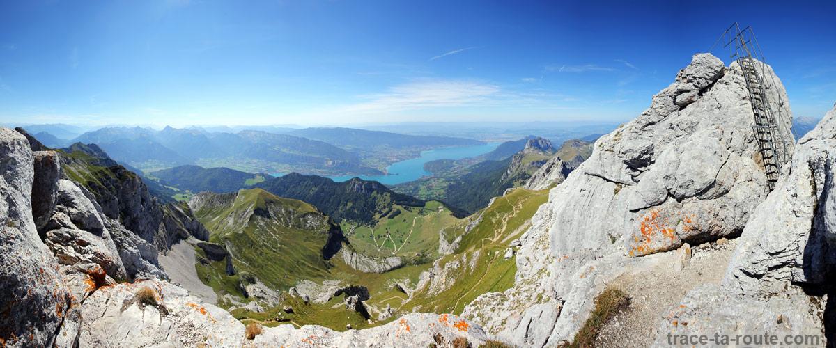 Le Lac d'Annecy et le fauteuil de la Tournette